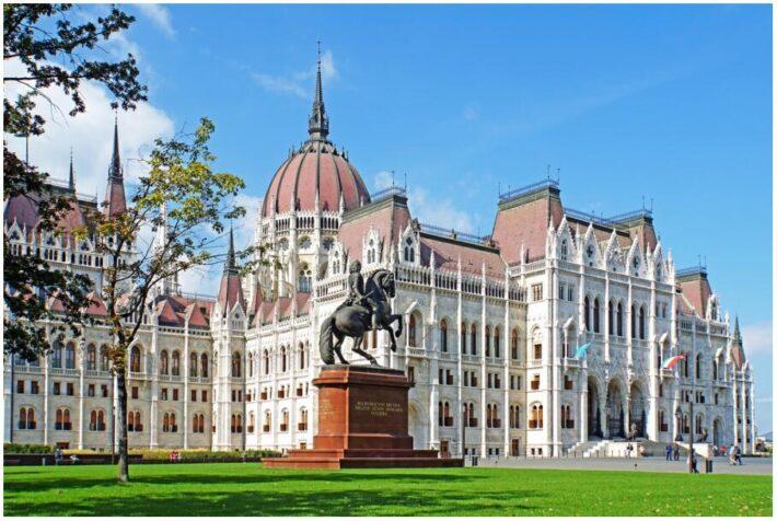 Hungary-02378 - Parliament & Francis II Rákóczi